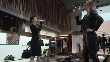 Clara passa por transformação radical - Com a ajuda de Patrick, nova milionária contrata personal stylist e diz que irá comprar mansão em Palmas