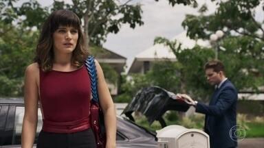 Clara volta a Palmas - Ela afirma para Patrick que voltou para se vingar