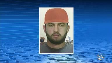 Polícia divulga retrato falado de suspeito de assassinar pai e filho em Toritama - Segundo a polícia, o material foi feito a partir de informações de testemunhas que estavam no local do crime.