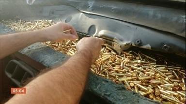 Ex-militar do Exército é preso com quase seis mil munições de uso restrito - As balas para pistolas e fuzis estavam escondidas no painel do carro que seguia de SP para o RJ. A polícia irá investigar a origem da mercadoria.