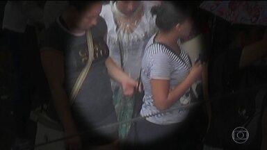 Roubos de celular não param de crescer no país; veja flagras - Bom Dia Brasil mostra imagens feitas em uma rua de comércio popular de São Paulo, agora na época do Natal.