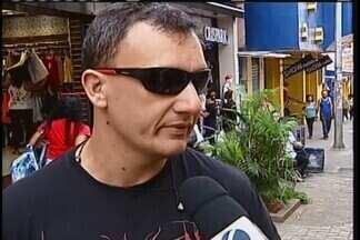 Vigilância Sanitária fiscaliza comércio ilegal de óculos de sol e de grau em Uberaba - Ação começou após solicitação dos representantes de óticas do município e da Câmara de Dirigentes Lojistas (CDL).