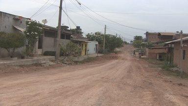 Moradores do Açaí cobram mais ruas pavimentadas no bairro, em Macapá - Reclamam ficou maior após uma ação da prefeitura de Macapá que vai inaugurar uma clínica de reabilitação no loteamento e só vai asfaltar as ruas entorno do prédio.
