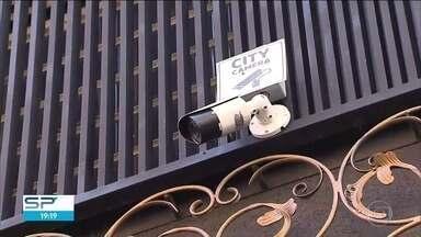 Lojistas reclamam que não conseguem monitorar a região do Brás com câmeras de segurança - Lojistas reclamam que não conseguem monitorar a região do Brás com câmeras de segurança.