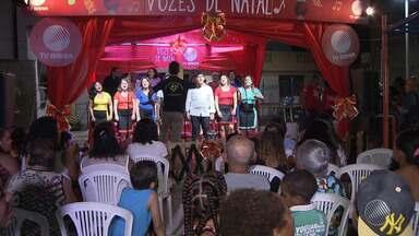Clima de festa toma conta do bairro de Periperi no projeto 'Vozes de Natal' - Projeto aconteceu na praça da feirinha com apresentações de corais.