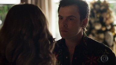 Gael repreende Lívia por colocar Tomaz conta Clara - Sophia recrimina o filho. Clara se recusa a falar com Renato