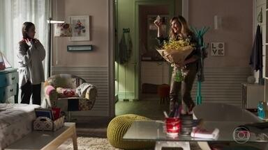 Rafael manda flores para Laura, e Lorena obriga a filha a sair com o médico - Diego namora Melissa