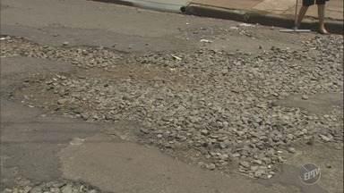 'Até Quando' cobra recapeamento de rua na Vila Virgínia em Ribeirão Preto - Prefeitura não cumpre promessa de consertar buracos no asfalto.