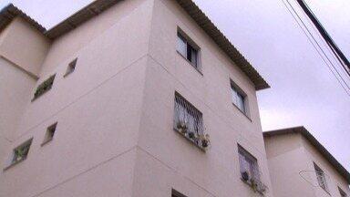 Apartamentos do 'Minha Casa, Minha Vida' têm rachaduras e infiltração após chuva - Moradores do Residencial Jabaeté, em Vila Velha, torcem para que a chuva não apareça.