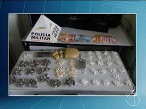 Dois adolescentes são detidos com crack, cocaína e maconha em Montes Claros - Polícia chegou até eles após uma operação de cerco aos becos; foram apreendidos 222 pedras de crack, 68 papelotes de cocaína, 120 buchas de maconha.