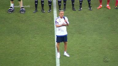 Organizado por D'Alessandro, Lance de Craque reúne estrelas do futebol no Beira-Rio - Mesmo com o jogo festivo, o vice-campeonato do Grêmio, no Mundial de Clubes, foi assunto entre os jogadores e torcida.