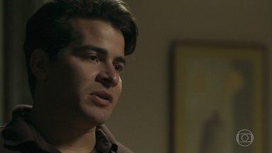 Júlio pede uma nova chance a Antônia - Antônia fica comovida e tenta se mostrar forte para o ex