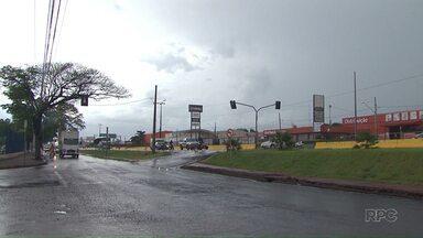 Prefeitura começa a instalação de radares de avanço de sinal em cruzamentos da BR-376 - Equipamentos devem começar a multar em janeiro