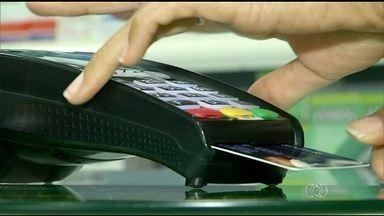 Maioria dos endividados com o cartão de crédito é das classes D e E - Maioria dos endividados com o cartão de crédito é das classes D e E