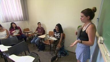 Startup oferece cursos de inglês em comunidades a preços acessíveis - As turmas têm no máximo 15 alunos e todos os professores são estrangeiros. Alunos pagam uma mensalidade de R$ 79.