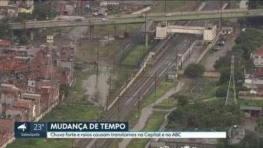 Linhas da CPTM apresentaram velocidade reduzida nesta quarta (20) - Durante o dia a Linha 11 apresentou problemas técnicos e no fim da tarde teve alagamento nos trilhos no ABC.