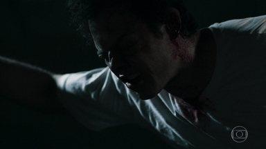 Gael sofre na prisão - Filho de Sophia fica muito ferido após ser espancado por outros detentos