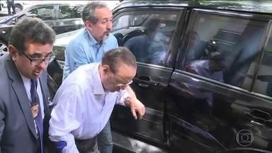 Maluf aguarda em carceragem da PF em SP por transferência para presídio Brasília - O deputado federal se entregou hoje, depois que uma decisão do Supremo Tribunal Federal o mandou para a prisão por crime de lavagem de dinheiro.