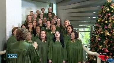 Árvore que canta mostra apresentação de natal no Bom Dia ES - Tati Braga acompanhou a apresentação.