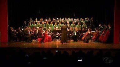 Projeto Quinta Sinfônica reuniu orquestra e o coral da Ufal em uma apresentação especial - Evento foi do erudito as canções populares.