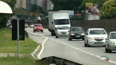 Movimento é grande na BR 277 entre Curitiba e o litoral do estado - Muita gente está descendo para as praias paranaenses para descansar no fim de semana de Natal.