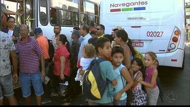 Congestionamento e confusão no Terminal de Integração do Varadouro em João Pessoa - Os passageiros e motoristas sofrem com a falta de estrutura do local.
