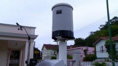 Serra do Rio tem prevenção por conta do volume de chuva prometido para o Verão - Assista a seguir.