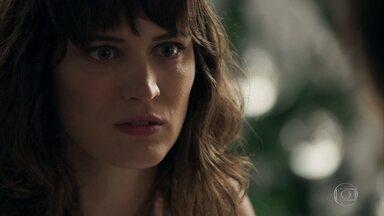 Clara elege Samuel como seu primeiro alvo - O Renato suspeita que Samuel esconda alguma coisa
