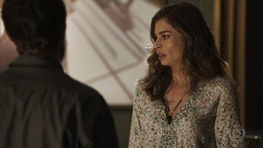 Lívia repreende Renato por ter levado Tomaz para ver Clara - Ela proíbe Renato de sair com o menino