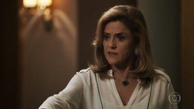 Sophia fica furiosa com o presente de Clara para Tomaz - Lívia tenta acalmar a mãe
