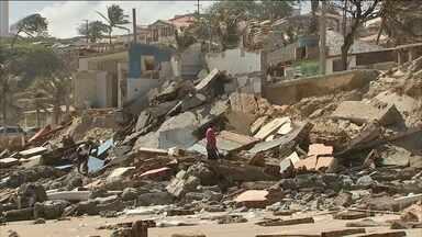 Força das ondas provoca destruição em praias do Ceará - O mar avança em três a cada dez praias do estado. Muitas barracas de praia foram engolidas e casas ficaram danificadas.