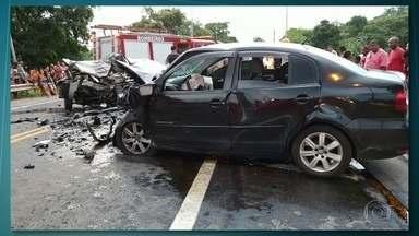 Seis pessoas morrem em acidente na BR-393 - Entre as vítimas estão três crianças.