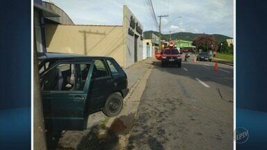 Acidente deixa 3 pessoas feridas em Poços de Caldas (MG) - Acidente deixa 3 pessoas feridas em Poços de Caldas (MG)