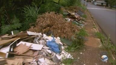 Trecho na zona norte vira ponto de descarte irregular de lixo em Ribeirão Preto - Moradores pedem a limpeza do local na Rua Américo Batista.