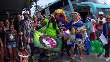 Corredores pernambucanos embarcam para a São Silvestre - Ônibus saiu da frente da Prefeitura do Recife.