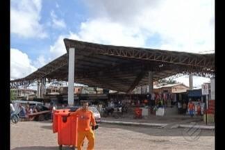 Feirantes denunciam estrutura do Complexo de Feiras do Jurunas - Segundo eles, o telhado corre o risco de desabar.