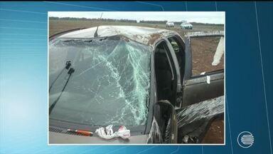 Mãe morre e pai e filhas ficam feridos após acidente em estrada no Piauí - Mãe morre e pai e filhas ficam feridos após acidente em estrada no Piauí