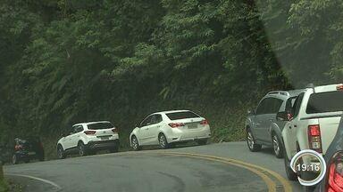 Chegada a Ubatuba tem trânsito lento - Turistas começam a lotar a cidade para o Revéillon.