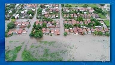 Famílias de Porto Murtinho e região ficam desabrigadas por causa de alagamento - Uma chuva de mais de 150 milímetros provocou estragos na cidade.