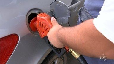 Preço do combustível mudou quase 20 vezes em dezembro em Sorocaba - Você tem parado ultimamente no posto para abastecer o carro? A variação de preços do combustível é tanta que a gente nunca sabe quanto vai desembolsar para encher o tanque. Em dezembro, o preço mudou quase vinte vezes nas bombas dos postos.