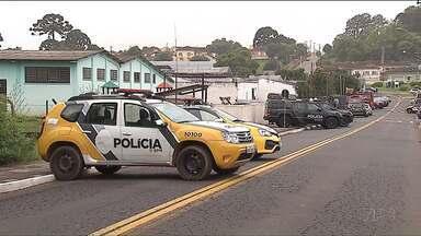 Termina rebelião na cadeia de Castro, nos Campos Gerais - O motim durou quase 20 horas e terminou após uma negociação com o Batalhão de Operações Especiais de Curitiba. Um agente penitenciário foi feito refém.