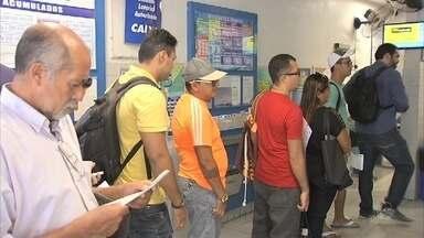 Lotéricas no Ceará têm longas filas para aposta da Mega da Virada - Confira mais notícias em G1.Globo.com/CE