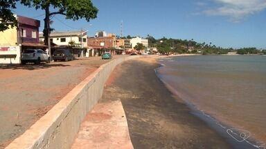 Muro que vai proteger a praia de Meaípe da erosão fica pronto, no ES - Praia enfrentou a erosão e prefeitura fez obra no local.