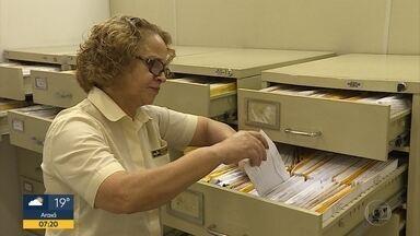 Perda de documentos aumenta durante as festas de fim de ano - Na maioria dos casos, a esperança de encontrar os papéis está nos serviços de achados e perdidos. Os Correios e a Rodoviária de Belo Horizonte oferecem este atendimento.