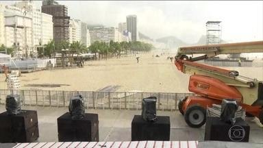 Dois milhões de pessoas são esperadas em Copacabana - Palco vai receber atrações como Cidade Negra, Frejat, Belo e Anitta. Queima de fogos vai durar 17 minutos.