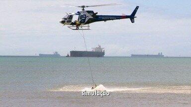 De helicóptero, militares simulam resgate a afogado na Praia de Camburi - A ação é um treinamento do Núcleo de Operações e Transporte Aéreo (Notaer), que é ligado à Secretaria da Casa Militar.