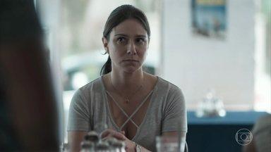 Josefina se preocupa com o vício de Julinho em games - Ela conversa com Dóris e Bóris sobre o problema de Julinho com os jogos digitais