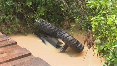 Trator cai da ponte e condutor morre em rio de Vilhena - Quennia Mendes.