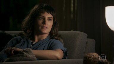 Clara sonda Irene sobre a rotina de Cido - Ela descobre que a funcionária não encontrou o noivo na noite anterior