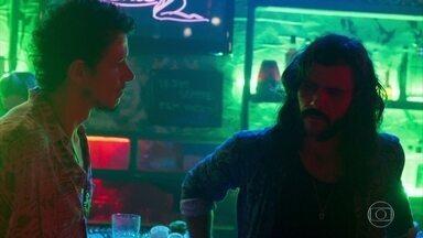 Zé Vitor conta para Mariano sobre o encontro de Sophia com Vanessa - Duda manda Laerte colocar o garimpeiro para fora do bordel